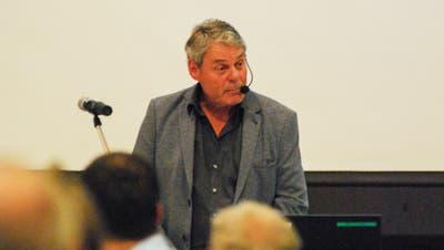 Der Lommiser Gemeindepräsident Fritz Locher wurde an der Gemeindeversammlung mit einigen Fragen konfrontiert. (Roman Scherrer)