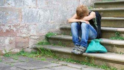 Wer sich einsam fühlt, für den kann Mobbing ein Weg in die gefühlte Gemeinschaft sein – wer mitmacht, ist dabei, auf Kosten eines anderen. (Symbolbild:Kitty)