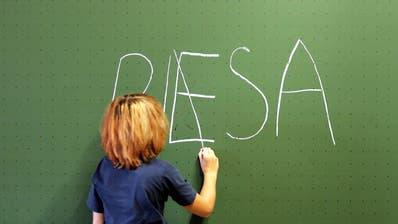 Gut in Mathematik aber keine Leseratten. Die Resultate der PISA-Studie sind da. (Bild: Keystone)
