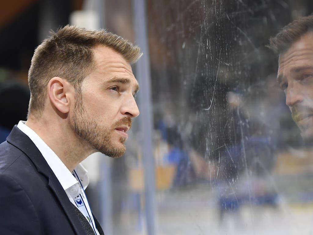 Sportchef Raeto Raffainer musste sich nach der Schmach des HC Davos am 93. Spengler Cup kritischen Fragen stellen