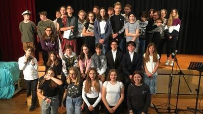 Mit viel Leidenschaft wurden die Bühnenfiguren von den Schülerinnen und Schultern gespielt. (Bild: PD)