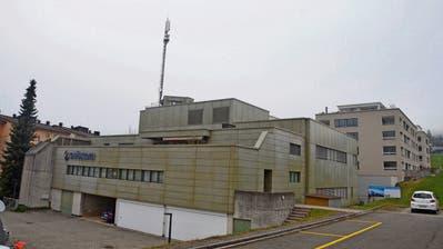 Auf dem Dach ihres Betriebsgebäudes will Swisscom die Mobilfunkanlage aufrüsten. (Bild: Jürg Auf der Maur)