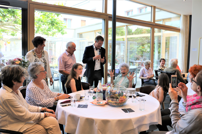 12. Juni: Albertina Zogg (Bildmitte) feiert im Haus Wieden in Buchs ihren 100. Geburtstag.
