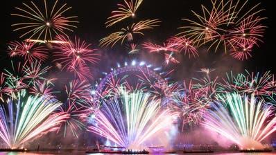 Wenn das Silvester-Feuerwerk gezündet wird, ist für viele die Zeit der guten Vorsätze. Doch diese währen oft nicht lange. (Twitter)