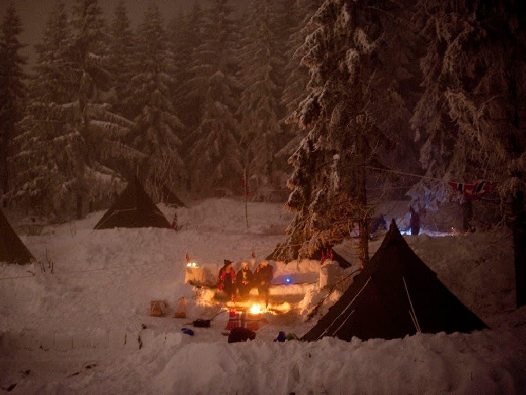 Norwegischen Sportfans ist es auch im Winter nicht zu kalt, um zu zelten