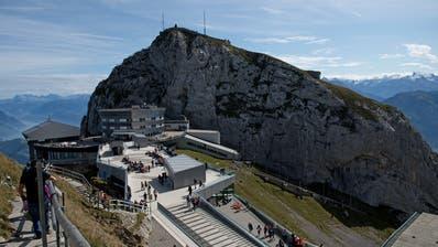 Das Weltraum-Habitat wird auf dem Picknickplatz entstehen, der sich unter dem Weg zum Oberhaupt des Pilatus befindet – ganz unten im Bild vor der Treppe. (Bild: Corinne Glanzmann, Kriens, 22. September 2019)