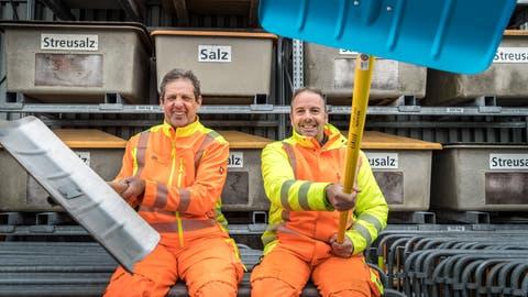 Der alte und der neue Winterdienst-Chef: Peter Lang und Reto Baumgartner. (Bild: Andrea Stalder)