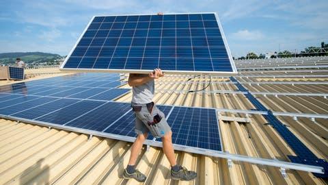 Die Gemeinde Eschenbach will in Fotovoltaik-Anlagen investieren. (Urs Flüeler, KEYSTONE)