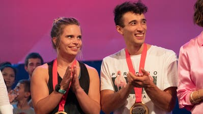 Marco Müller jubelt zusammen mit Astrid Sibon. (Bild: Andrea Camen/ TV 24)