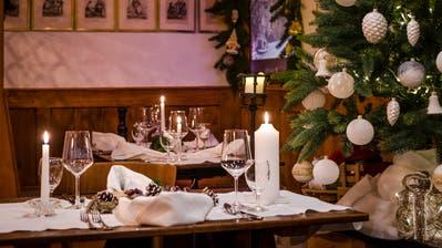 Der Landgasthof Roderis in Nunningen SO erwartet die Gäste festlich geschmückt. Serviert wird Rehhackbraten oder Forelle. (Bild: Christian Jaeggi)