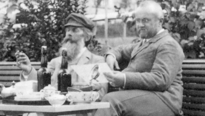Heinrich von Herzogenberg (links) und Friedrich Spitta vor dem «Haus Abendroth» in Heiden. (Bild: PD)