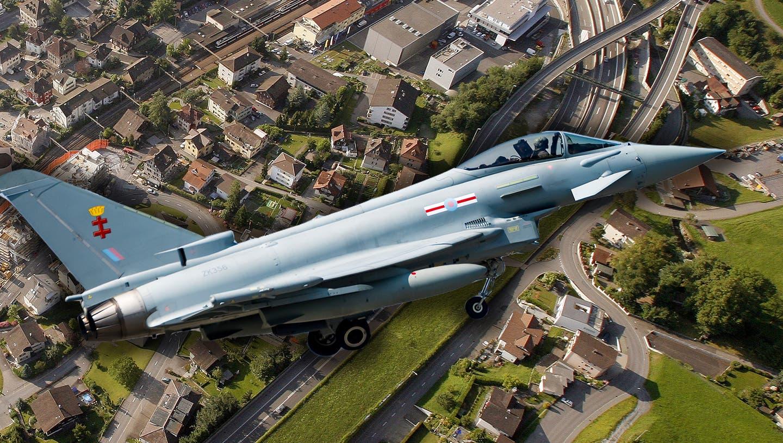 Schmiergeld aus einem österreichischen Kampfjet-Kauf soll über Hergiswil geflossen sein. (Quelle: Key/Montage kob)