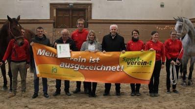 Die Übergabe des Qualitätslabels Sport-verein-t an die Voltige-Gruppe RC St.Gallen am Samstag in der Reithalle auf der Kreuzbleiche. (Bild: PD)