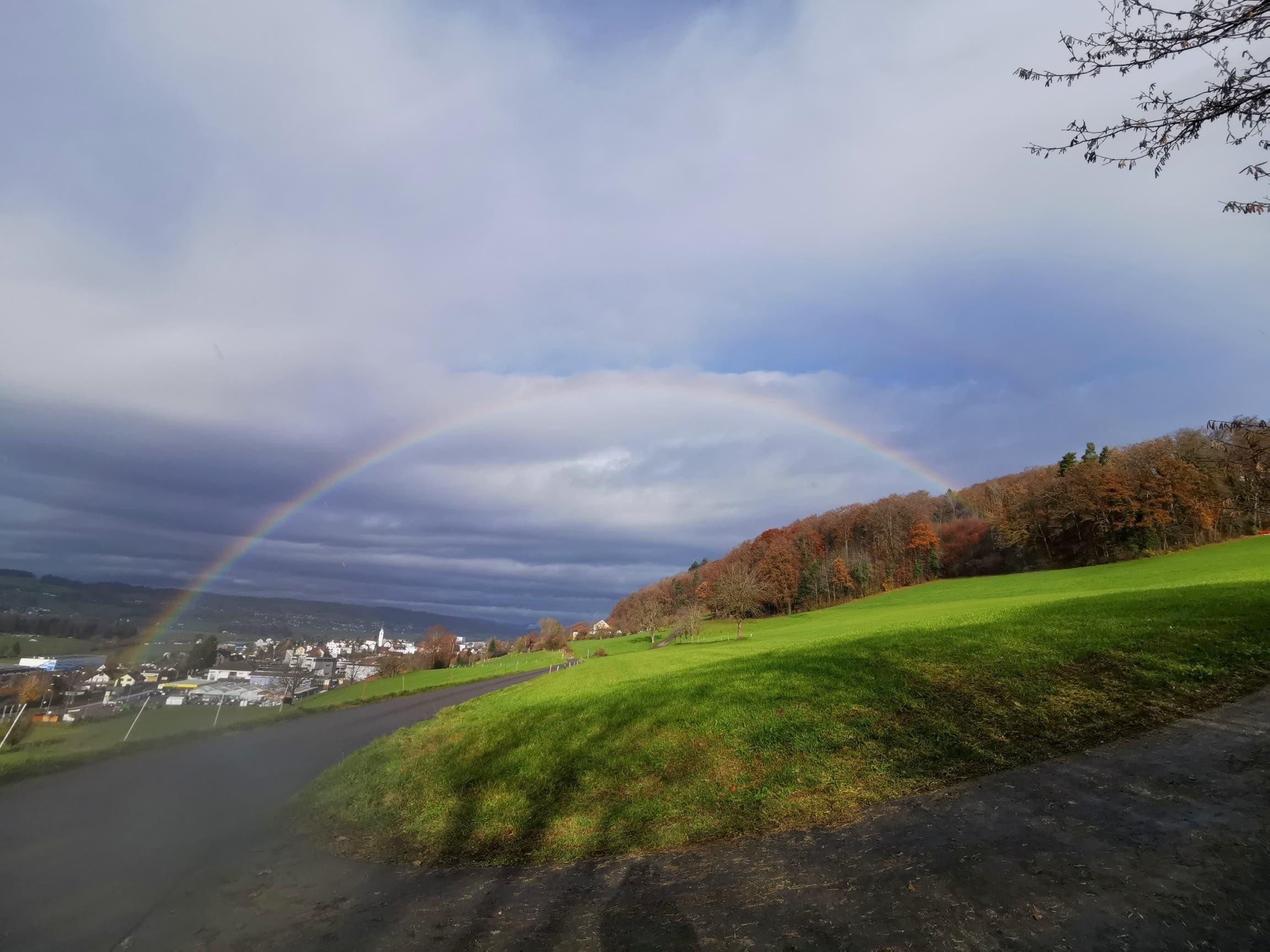 Regenbogen, wie ein Tor zu Triengen.