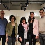Matthias Brozek(rechts), Geschäftsinhaber der Firma und sein Team öffnen am Samstag in Rorschach. (Bild: Laura Manser)