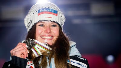 Corinne Suter of Switzerland, celebrates with the silver medal for downhill during the medals ceremony of the women downhill race at the 2019 FIS Alpine Skiing World Championships in Are, Sweden Sunday, February 10, 2019. (KEYSTONE/Jean-Christophe Bott)
