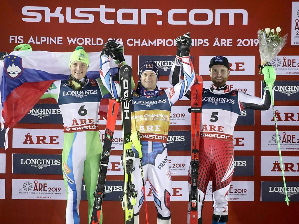 Weltmeister Alexis Pinturault - zusammen mit Stefan Hadalin (Nummer 6) und Marco Schwarz (Nummer 5) auf dem Podest (Bild: KEYSTONE/APA/APA/EXPA/JOHANN GRODER)