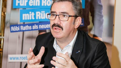 «Röbi bi de Lüt» – Stadtpräsidiums-Kandidat Robert Raths will an den Rorschacher Stammtischen und bei Kafi und Gipfeli im «Mozart» für Rorschacherinnen und Rorschacher spürbar werden. (Bild: Rudolf Hirtl)