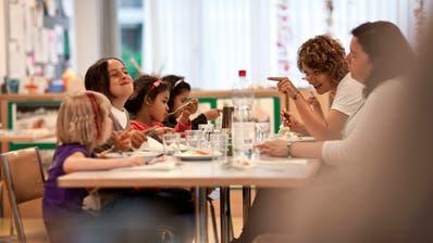 Der Mittagstisch wird nicht kostenlos: Der Stadtrat erteilt der SP/Juso/PFG-Fraktion eine Absage. (Bild: Gaëtan Bally/KEY)