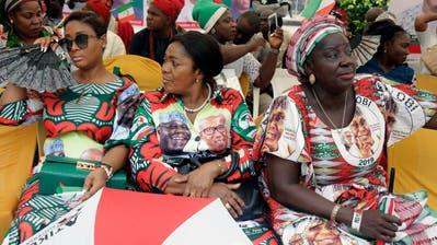 Anhängerinnen des nigerianischen Oppositionsführers Atiku Abubakar bei einer Wahlveranstaltung in Lagos. (Bild: Sunday Alamba/AP (12. Februar 2019))