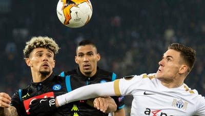 Benjamin Kololli (ganz rechts) erzielte im Hinspiel des FCZ gegen Napoli wenigstens noch den Ehrentreffer für den Super-League-Klub (Bild: Ennio Leanza / Keystone)