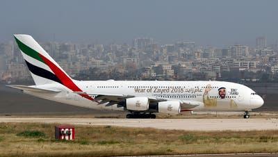 Ein Airbus A380 landet am Flughafen Beirut im Libanon. Der Doppel-Decker-Flieger ist für den Massentransport ausgelegt.(Bild: AP Photo/Bilal Hussein)