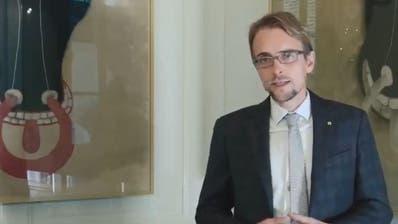 Der Urner Finanzdirektor Urs Janett äussert sich einem Videointerviewzur Lohngleichheit bei der kantonalen Verwaltung Uri. (Screenshot Youtube)