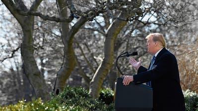 US-Präsident Donald Trump am Freitag bei seiner Rede im Rosengarten des Weissen Hauses. Bild: Susan Walsh/AP (Washington, 15. Februar 2019)