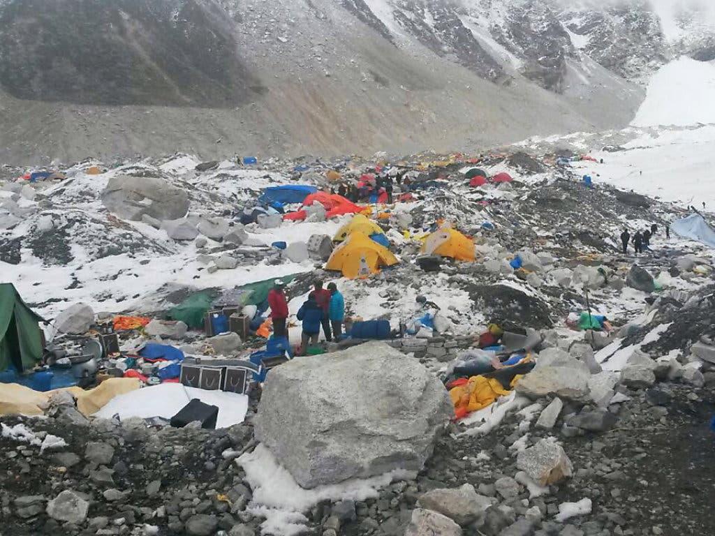 China schliesst das Basislager am Mount Everest für normale Touristen wegen zu viel Müll. (Bild: KEYSTONE/AP/NIMA NAMGYAL SHERPA)