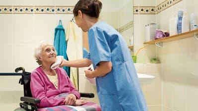 «Ich dürfte keine Medikamente abgeben, aber es fehlt an Personal» – eine St.Galler Pflegehelferin erzählt