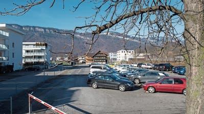 Der Parkplatz hinter dem Landsgemeindeplatz. Bild: Eveline Beerkircher (Oberdorf, 13. Februar 2019)