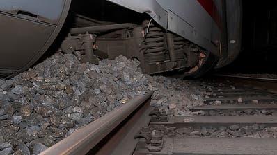 Nach Zugentgleisung in Basel - ICE kam kurz vor Mauer zum Stehen