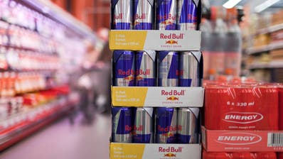 Energy-Drinks von Red Bull in einer Denner-Filiale in Zürich. Bild: Gaetan Bally/Keystone (3. März 2011)