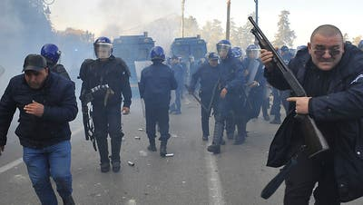 Tausende protestieren in Algerien: Polizei löst Demonstration auf