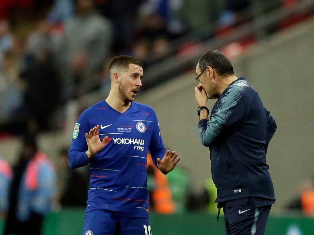 Nach diesem Spiel gibt es bei Chelsea Gesprächsbedarf: Trainer Maurizio Sarri mit Superstar Eden Hazard (Bild: KEYSTONE/AP/TIM IRELAND)