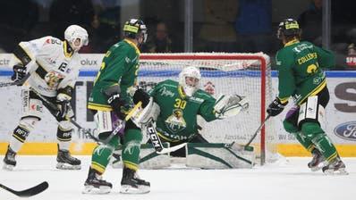 Thurgaus Goalie Nicola Aeberhard bekam im zweiten Viertelfinalspiel den Vorzug gegenüber Janick Schwendener und zeigte eine starke Partie. (Bild: Mario Gaccioli)