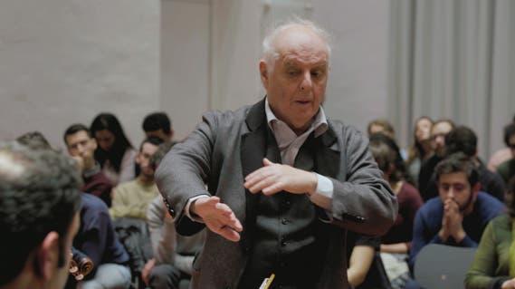 Daniel Barenboim bei einer Probe in der Berliner Barenboim-Said-Akademie - Szenenbild aus «Jenseits der Musik». (Bild: Jenseits der Musik/Filmstill)