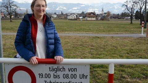Seit letztem Jahr ist Marie-Luise Wild Präsidentin des Vereins Oberrieter Natur. Sie sagt, die Sperre der Kellen- und der Brunnackerstrasse habe Hunderten Amphibien das Leben gerettet. (Bild: Kurt Latzer)