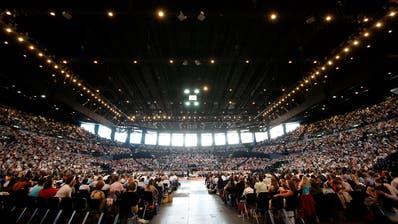 Grosse Anziehungskraft: Am Bezirkskongress der Zeugen Jehovas nahmen 2009 im Zürcher Hallenstadion 8000 Personen teil. (Alessandro Della Bella/Keystone, 25. Juli 2009)