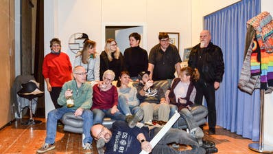 Die Mitglieder des Theatervereins Wallenwil freuen sich auf die bevorstehenden Auftritte. (Bild: Christoph Heer)