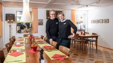 Gastgeber Edi Thurnheer und Kasia Balinska Thurnheer in der «Linde». (Bild: Urs Bucher)