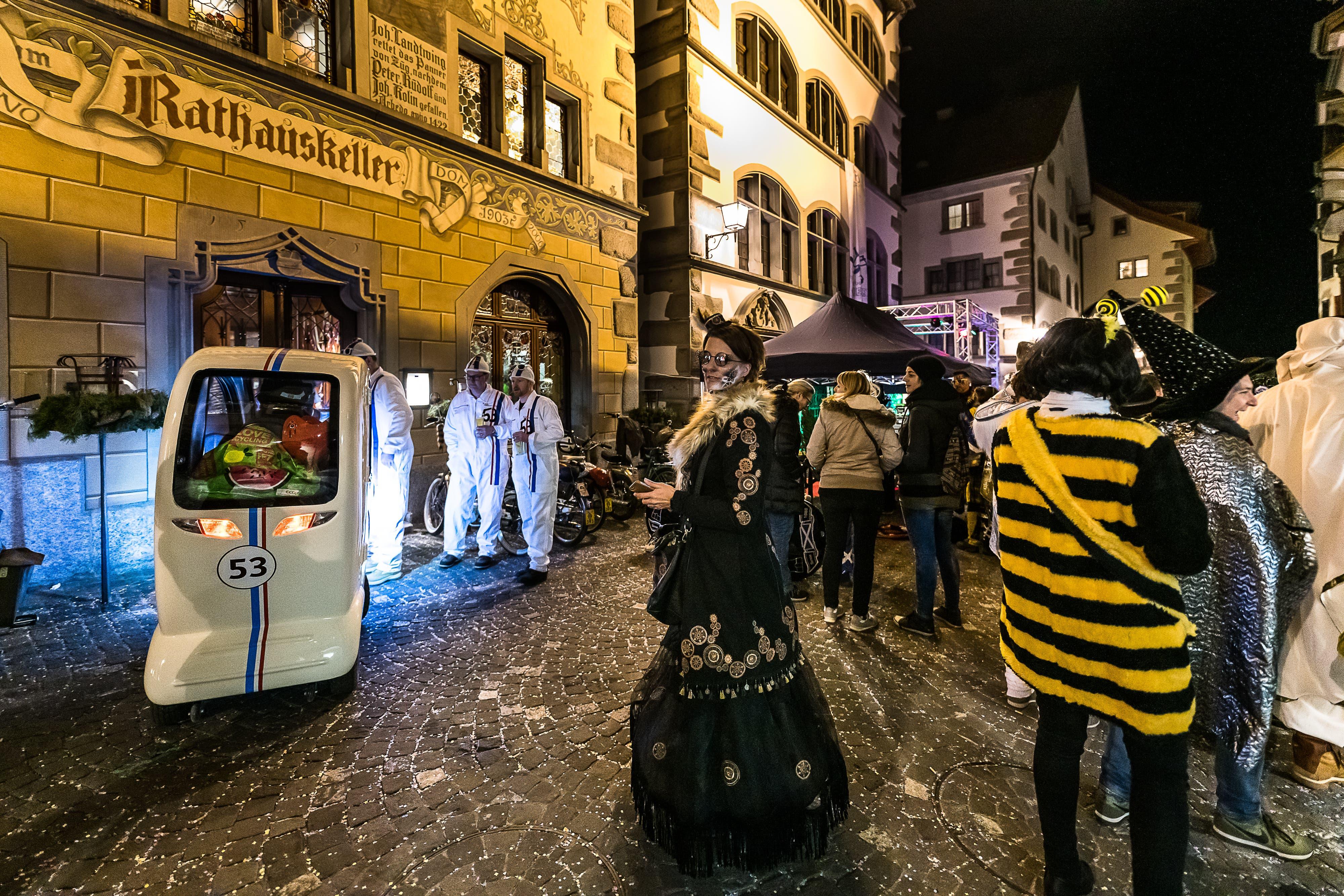 Auch beim Rathauskeller tummeln sich die verschiedenen Gestalten. (Bild: Christian H. Hildebrand, (Zug, 28. Februar 2019))