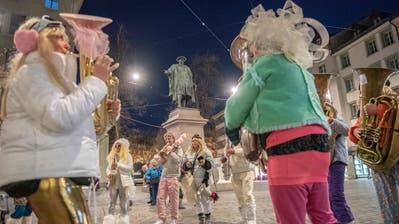 Fasnachtsauftakt mit der Aguggete beim Vadian Denkmal in St. Gallen (Bilder: Urs Bucher)