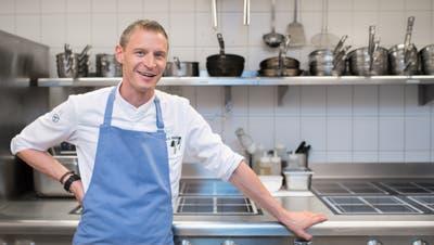 Patrick Mahler vom Restaurant «Focus» im Park-Hotel Vitznau ist für seine geradlinige Küche mit zwei Michelin-Sternen ausgezeichnet worden. (Bild: Boris Bürgisser (Vitznau, 4. August 2017))