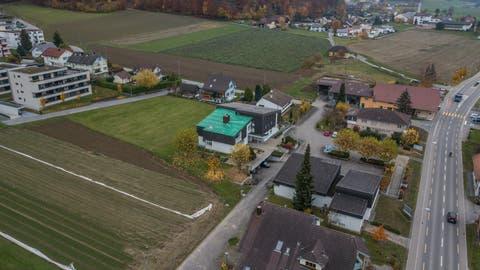 Blick auf Wikon mit dem Gemeindehaus (grünes Dach). (Bild: Dominik Wunderli, 15. November 2018)