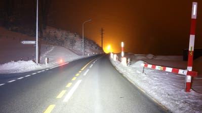 Die Unfallstelle auf der Appenzeller Strasse oberhalb von Winkeln am Dienstagabend. (Bild: Stadtpolizei St.Gallen - 5. Februar 2019)
