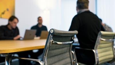 Der Schweiz drohen leere Stühle imGemeinderatszimmer. (Bild: Keystone)
