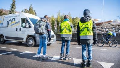Schüler des Elisabetha-Hess-Schulhauses müssen ohne Streifen die Bachtobelstrasse auf dem Nachhauseweg überqueren. (Bild: Andrea Stalder)