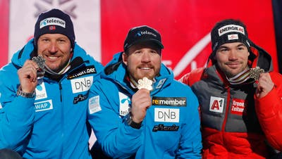 From left, runner-up Norway's Aksel Lund Svindal, the winner Norway's Kjetil Jansrud, and third placed Austria's Vincent Kriechmayr pose during the medal ceremony for the men's downhill race, at the alpine ski World Championships in Are, Sweden, Saturday, Feb. 9, 2019. (AP Photo/Gabriele Facciotti)
