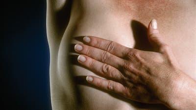 Brustkrebs: Weniger Einschnitte nötig